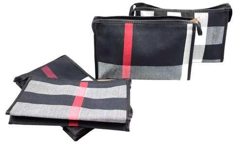 obrázek Kosmetická taška s geometrickým vzorem černá