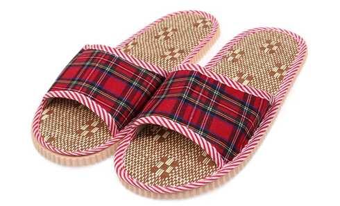 obrázek Pantofle s otevřenou špičkou kostkované červené vel.36/37